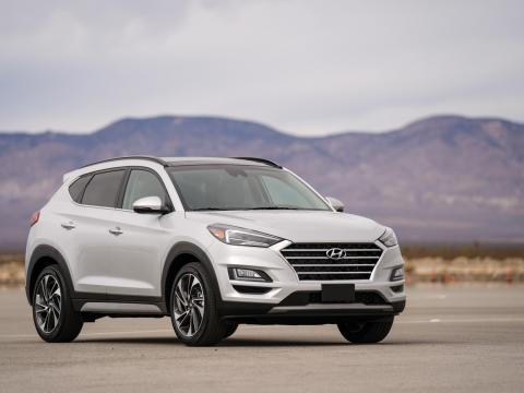 Hyundai Tucson gets a facelift and an updated interior for the 2019 model year.