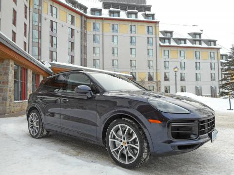 2019 porsche cayenne turbo front three quarter