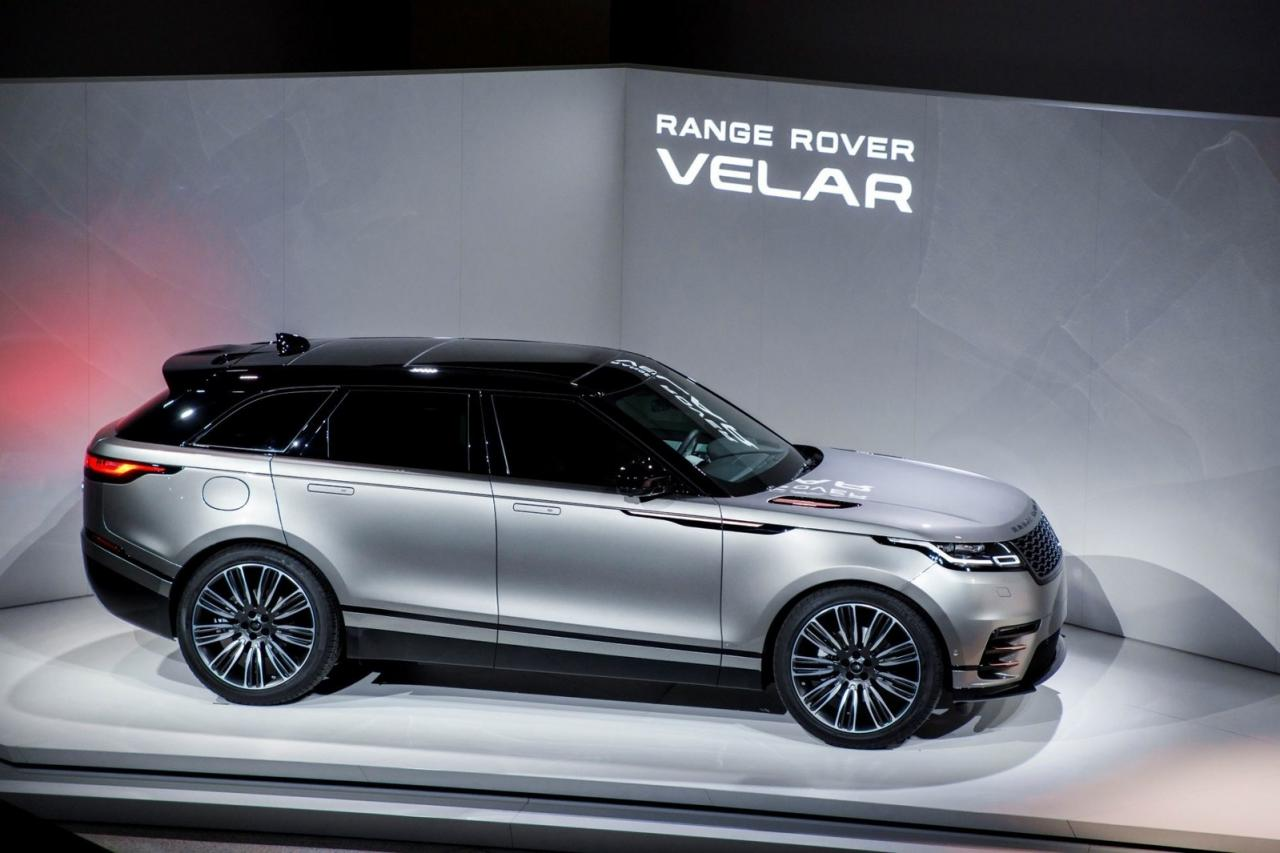 Range Rover's newest family member, the Velar, gets the nod for the AJAC Best Small Premium Utility Vehicle in Canada for 2018.