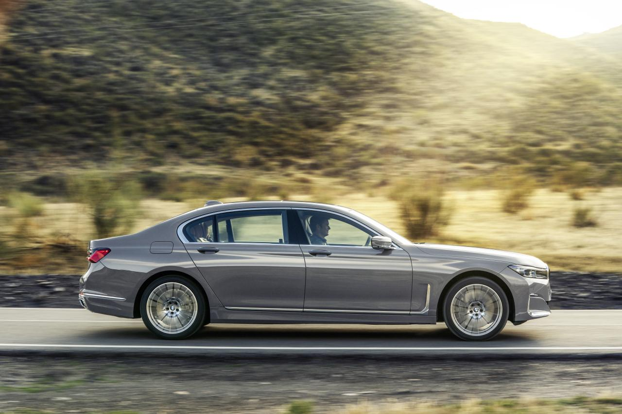 2020 bmw 7 series long wheelbase side