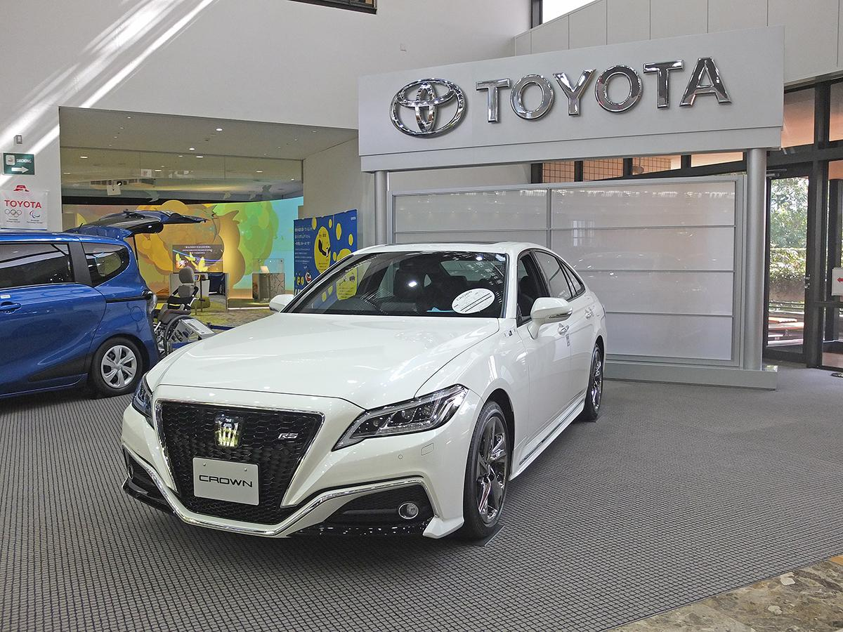 toyota crown white