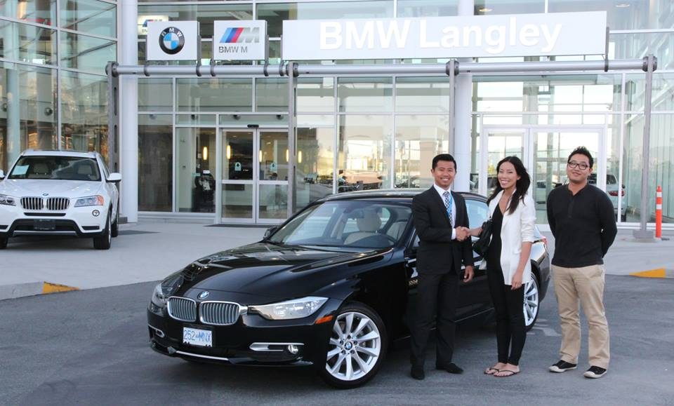 Customer with new 3 Series at BMW Langley
