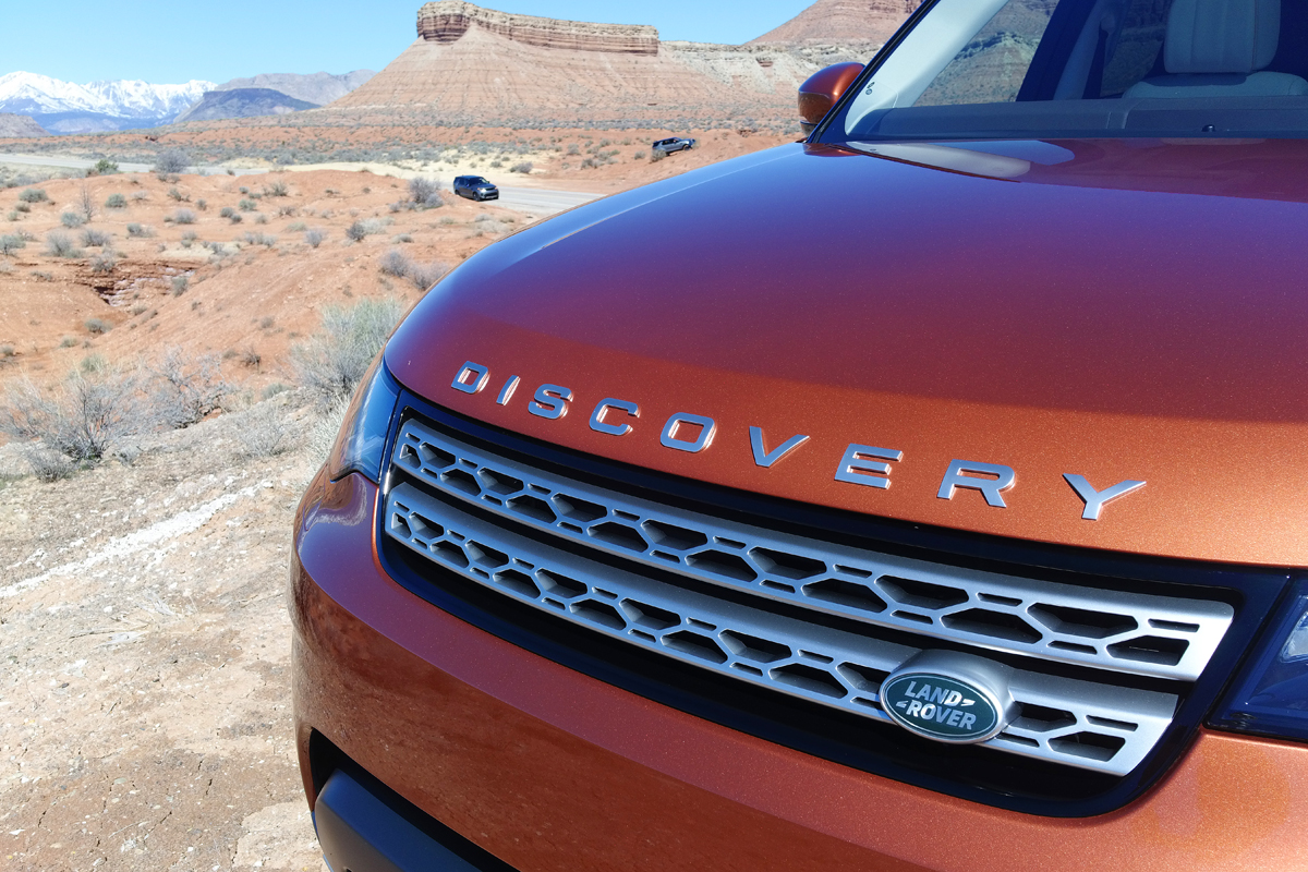 2017 Land Rover Discovery grille