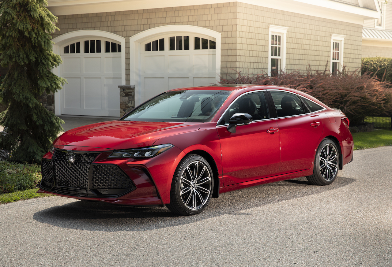 2019 toyota avalon xse red