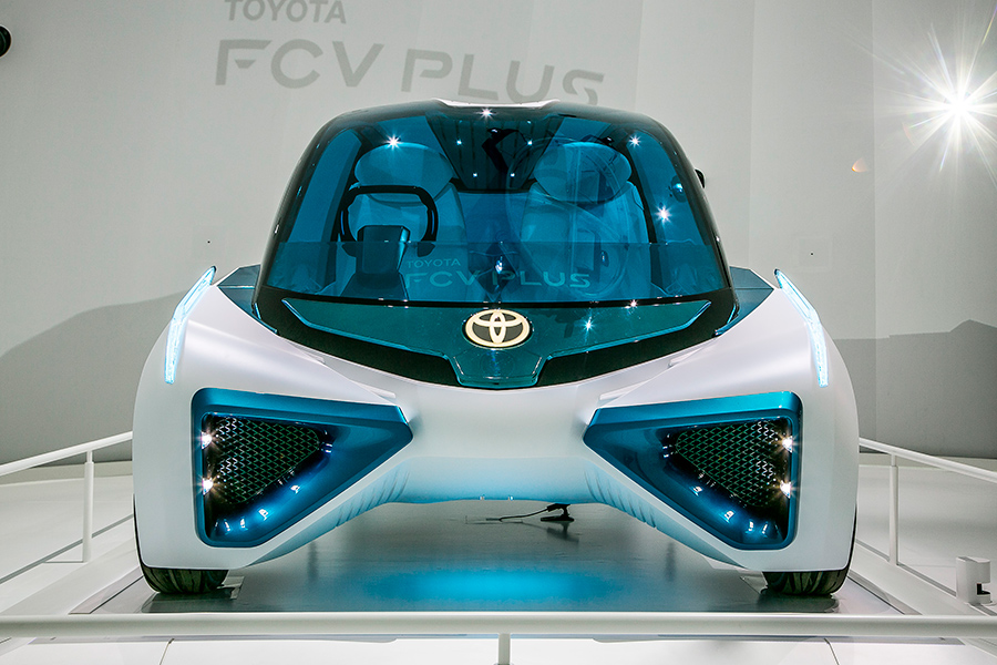 Toyota FCV Plus front