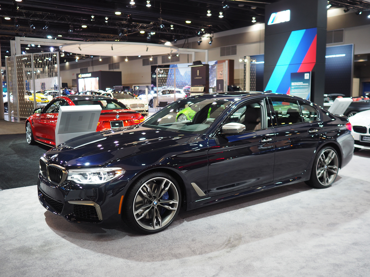 2018 bmw m550i front three quarter